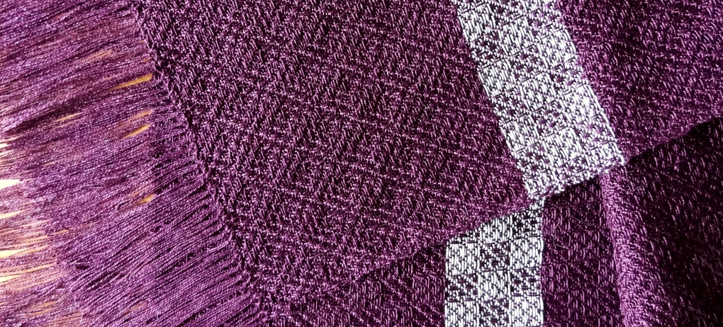 A complementing shawl http://wp.me/p1yRFa-RT