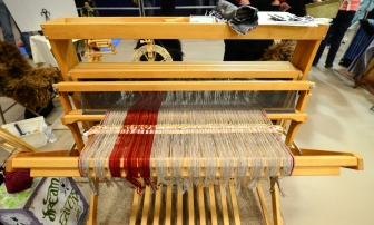 The loom is fully warped before the start of the competition.